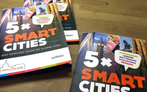 cover en binnenwerk '5x smart cities' Politeia